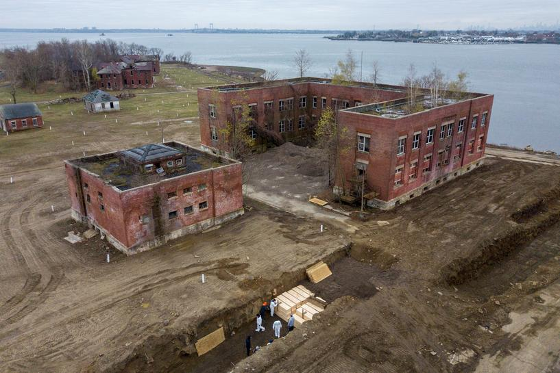 As death tolls mounted in New York City a large trench was dug up on Hart Island, Bronx to bury coronavirus victims who either could not afford a funeral or went unclaimed by relatives. The Island usually received 25 bodies a week  but was reported to bury 25 bodies a day in the month of April. A grim drone footage taken by photographer Lucas Jackson on April 9, 2020 reports one such day.   PHOTOS THAT WRAP-UP 2020
