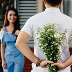 Man surprises women he's in a relationship with flowers.